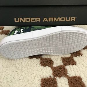 0edc6424 (NOT FOR SALE) Boys UnderArmour UTILITY SHOES NWT